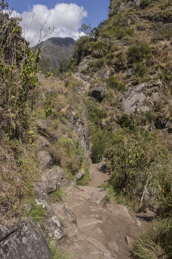 The way down of Huayna Picchu, widening at last