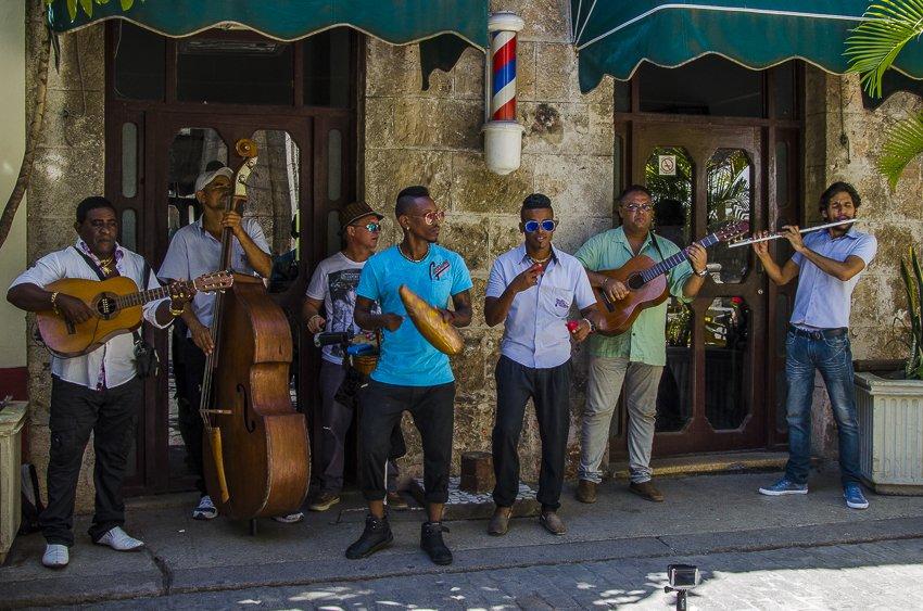 Musicians in Plaza de Armas, Havana