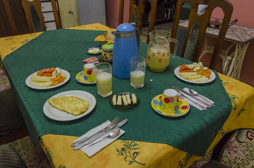 Breakfast at La Habana Blues 1940-casas particulares