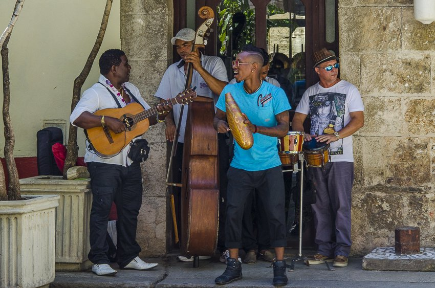 Band playing in Plaza Armas in Havana - people