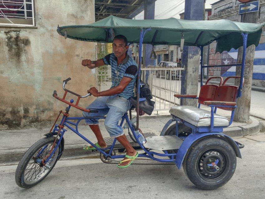 Daniel, the bici taxi driver, Santiago de Cuba - people