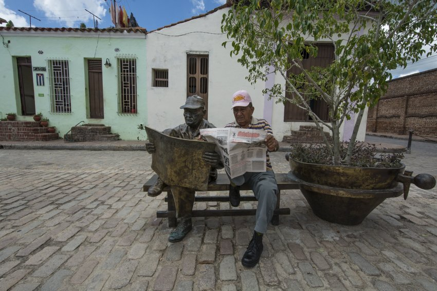 Osvaldo posing with his statue, Camagüey - people
