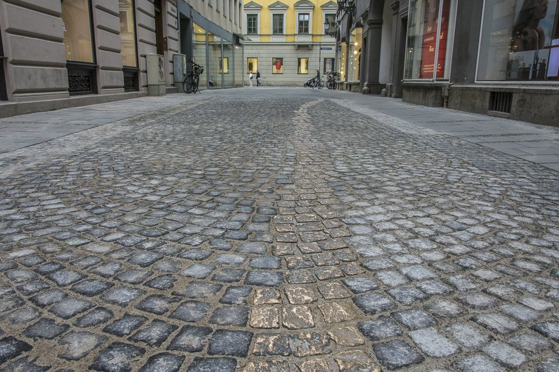 Brass cobblestones at the Drückerbergergasse