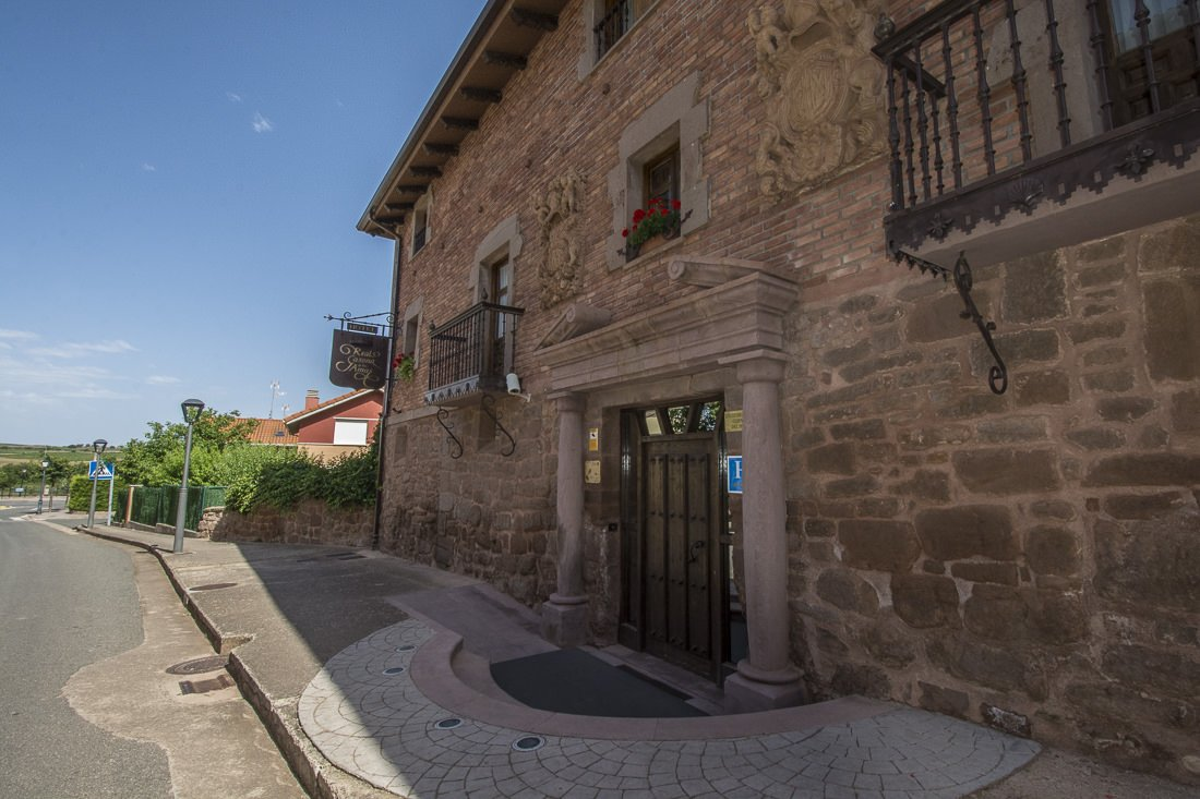 Entrance to Real Casona de las Amas, Azofra