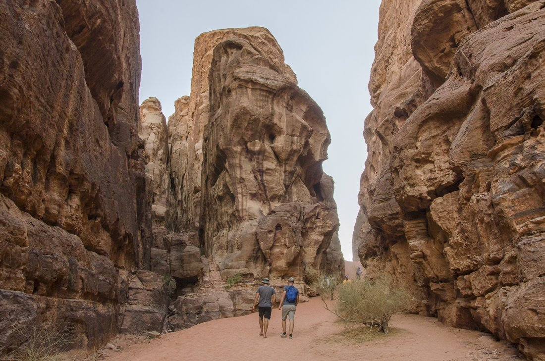 Hiking into Burrah canyon