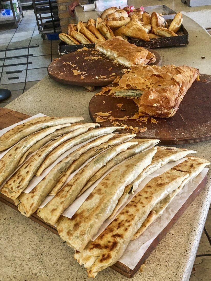 So many cheesey choices at ΦΟΥΡΝΑΡΙΚΑ